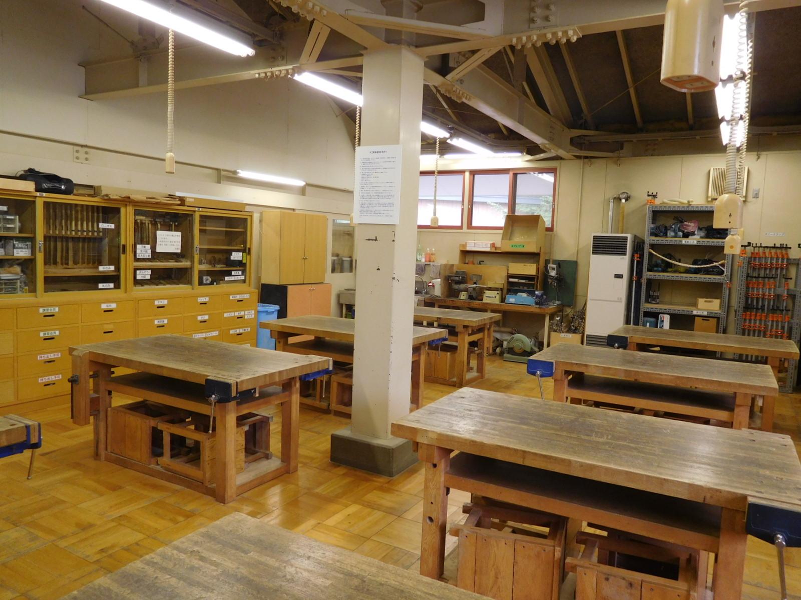 作業で生じる木くずや粉を気にせず、広々とした環境で制作できます。