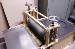有料備品にはセラローラ(電動たたら板製作機)も完備しております。