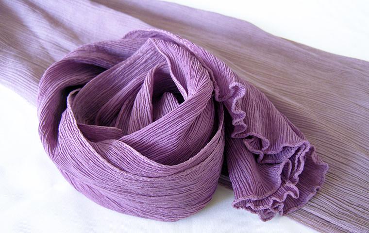 草木染め「紫根」でストールを染める