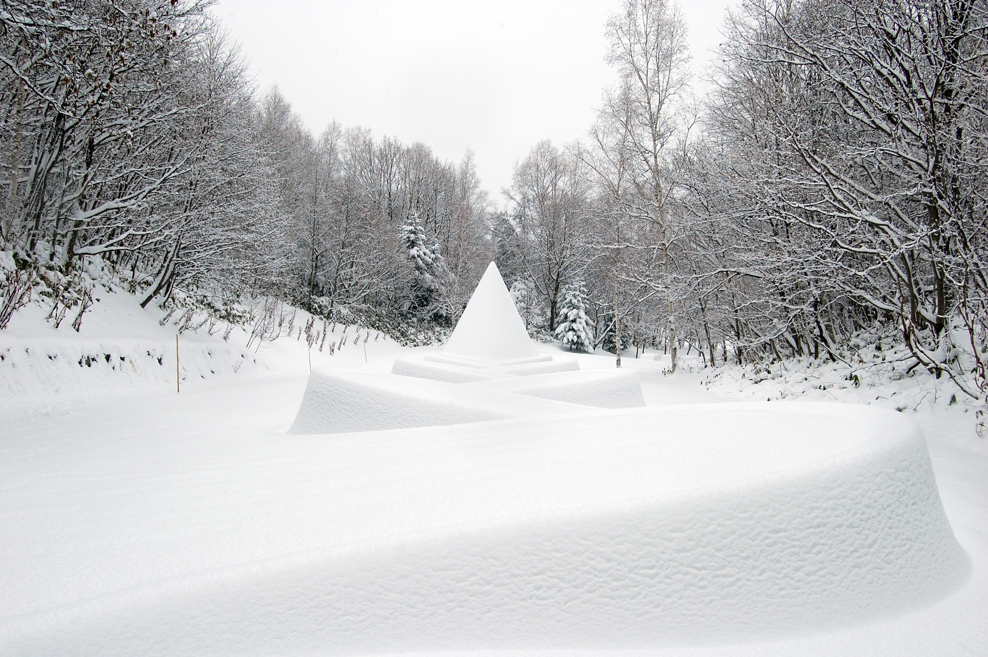 Let's walk by 'Kanjiki' around the Sculpture Garden in Sapporo Art Park!