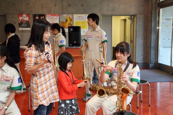 楽器体験の光景
