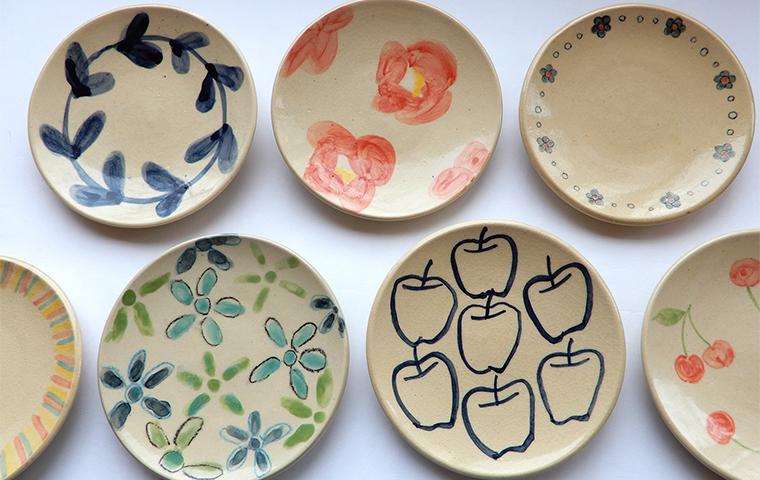 シンプルパターンの絵付け小皿